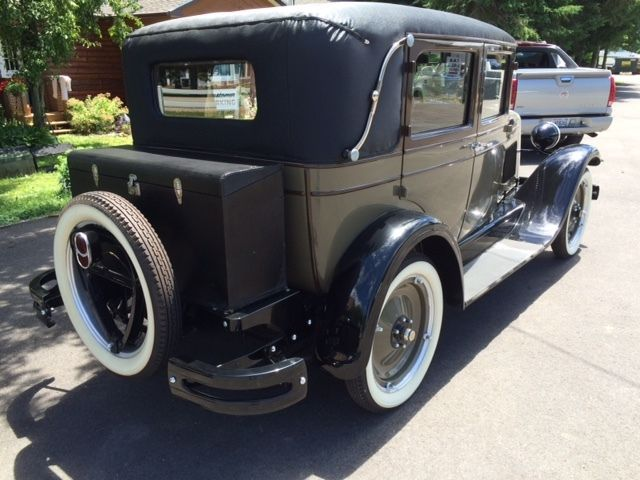 1928 chevy 4 door sedan imperial landau for 1928 chevrolet 2 door sedan