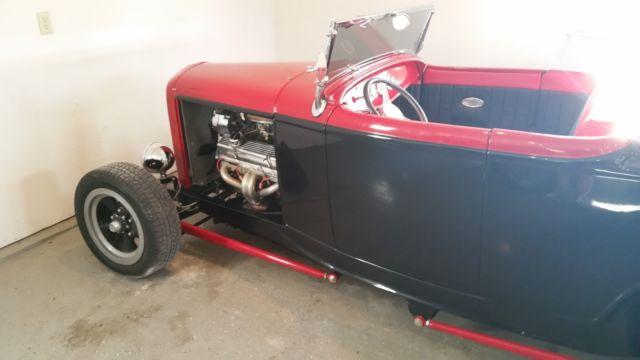 1932 Ford Roadster Fiberglass Body, 350 Chevy Engine, 4spd