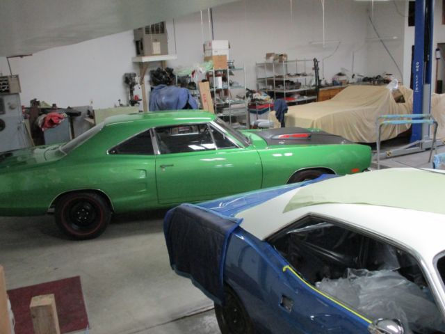 1969 1/2 Dodge Super Bee A12, 440 6 pack, 4 SPEED car Mopar