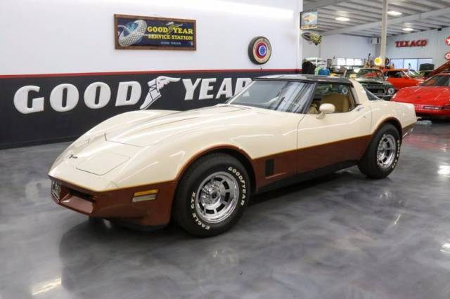 1981 Chevrolet Corvette Base 2dr Coupe 1 Beige And Brown