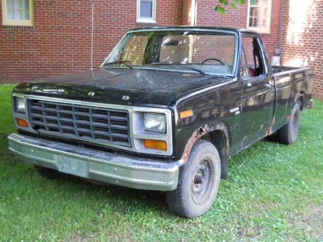 1981 Ford pickup Truck F100 2WD custom 6 Cylinder HD 4speed manual