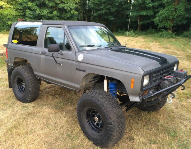 1988 Ford Bronco II XLT Sport Utility 2-Door 2.9L