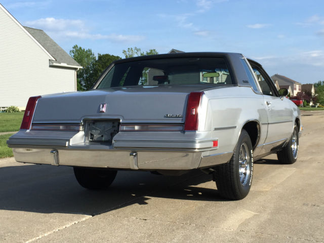 1988 Oldsmobile Cutlass Supreme Classic RWD LOW RESERVE CAR WILL SELL