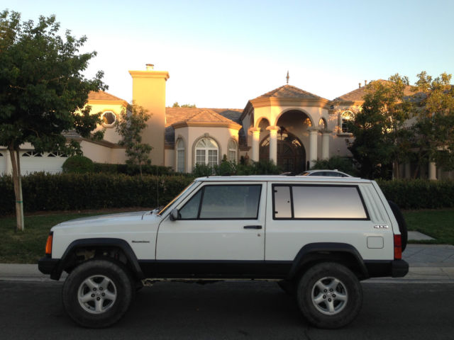 1989 Jeep Cherokee XJ Sport 2 Door 4.0L 4wd Clean Title With 121,000 Miles