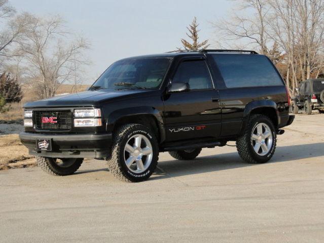 1994 Black 4x4 GMC Yukon GT