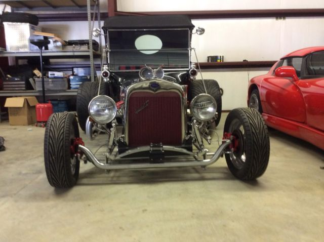 23 FORD T BUCKET 351 engine