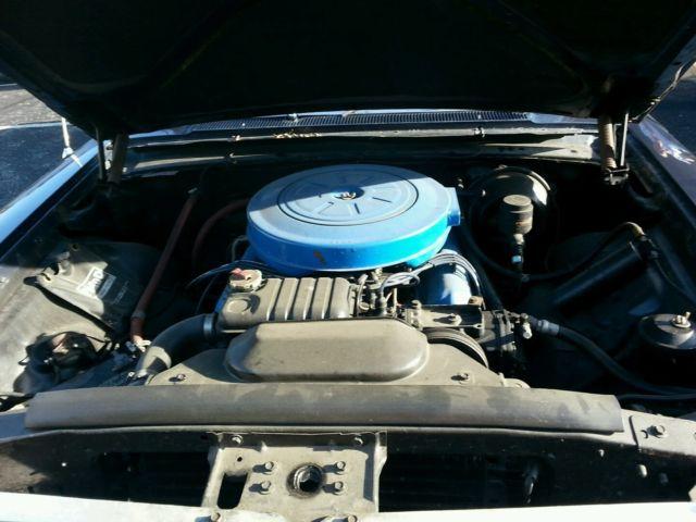 4 door town sedan 392 cubic inch v8 engine oxford blue. Black Bedroom Furniture Sets. Home Design Ideas