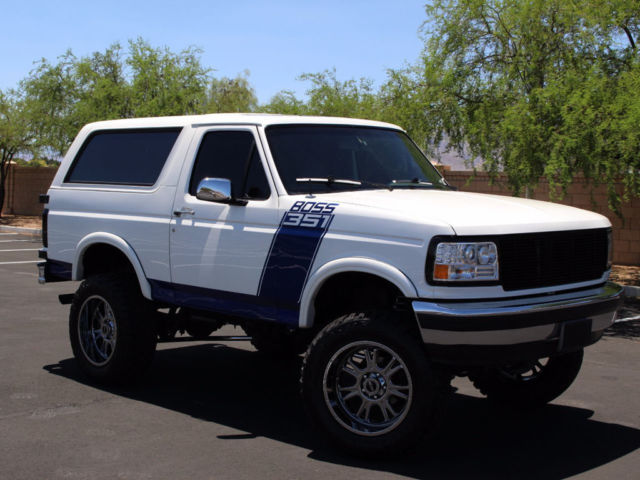 LIFTED 4X4 Bronco! OFFROAD TIRES,5.8 V8, AUTOMATIC TRANS 15K IN UPGRADES!